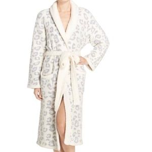 NWOT. Barefoot Dreams Robe Size 3
